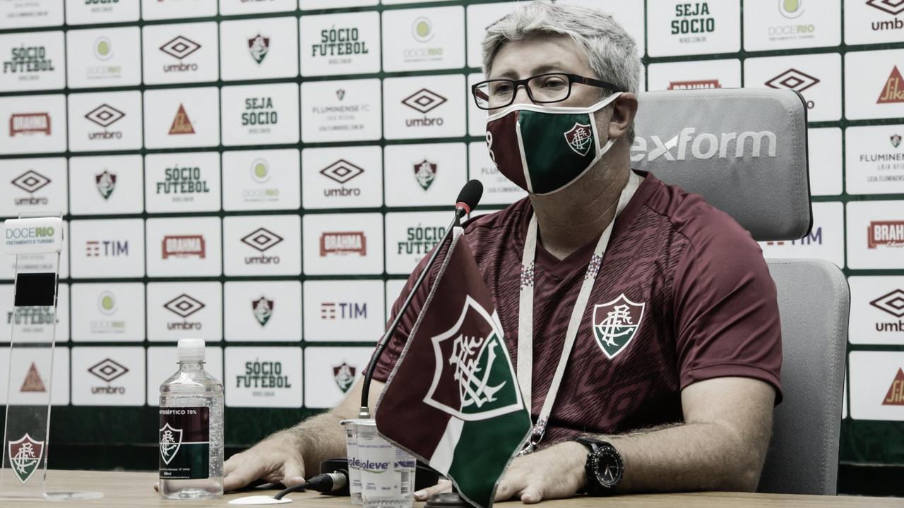 """Odair Hellmann explica confusão com auxiliar do Flamengo: """"Perdeu a linha"""""""