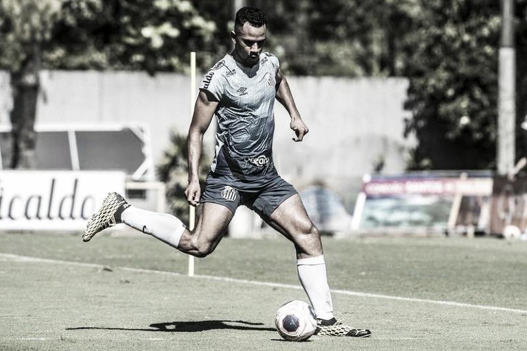 Jovem Derick vai treinar com profissionais e pode ser opção na zaga do Santos