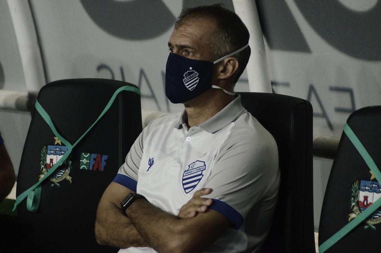 Após nova derrota no Clássico das Multidões, técnico Eduardo Baptista é demitido do CSA