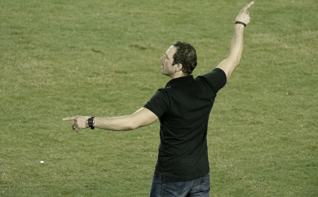 Apesar do desgaste, Bruno Pivetti exalta resultado positivo do Vitória sobre Paraná