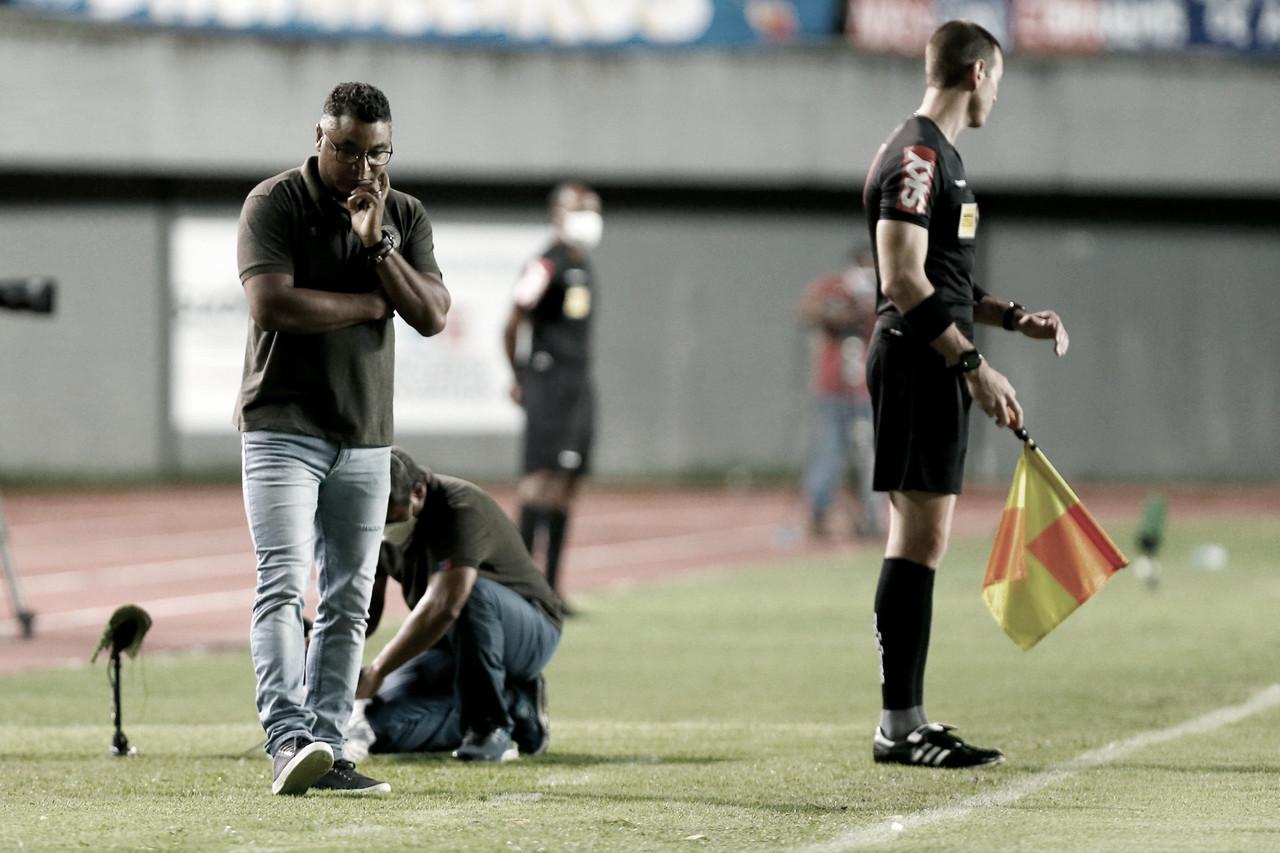 Técnico Roger Machado vê sua permanência no Bahia ameaçada após empate com Palmeiras