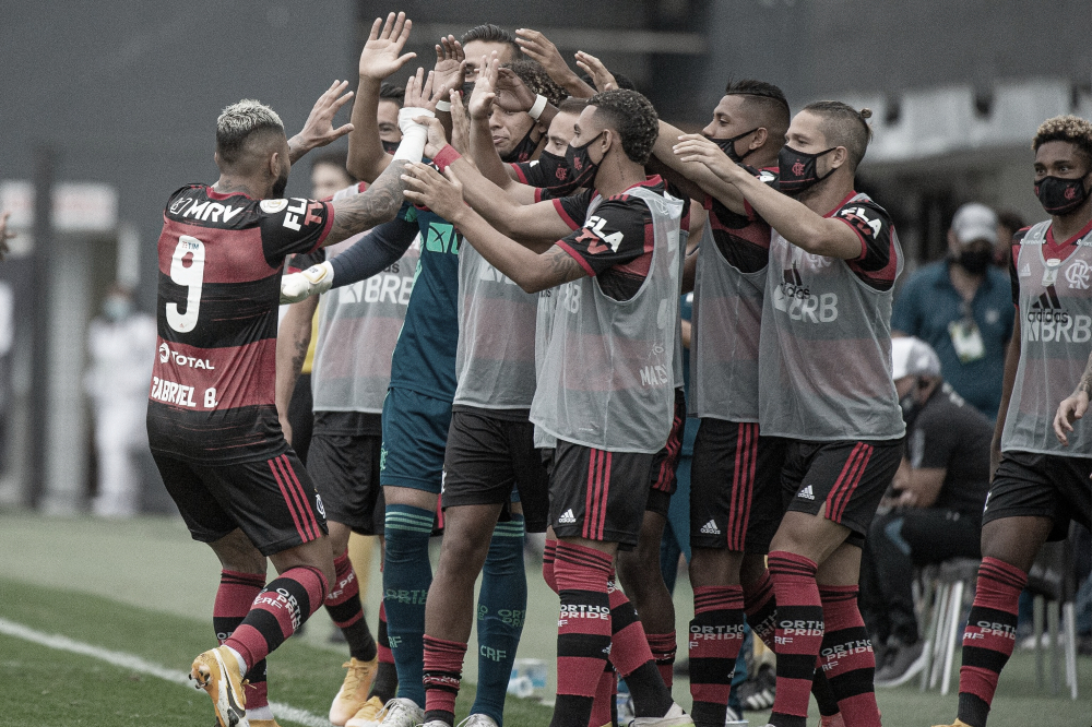 Com polêmicas do VAR, Flamengo vence Santos na Vila e se recupera no Brasileiro