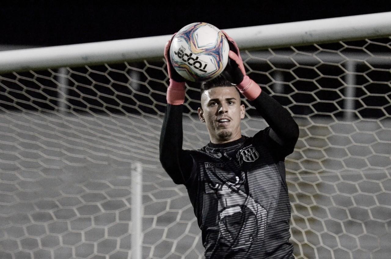 Goleiro da Ponte Preta, Ivan se destaca e recebe elogios de jogadores do Cruzeiro