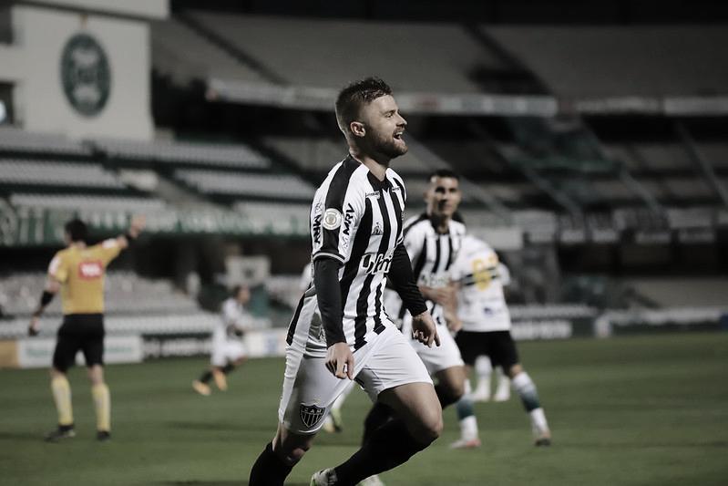Atlético-MG domina primeira etapa, segura placar mínimo e vence Coritiba fora de casa