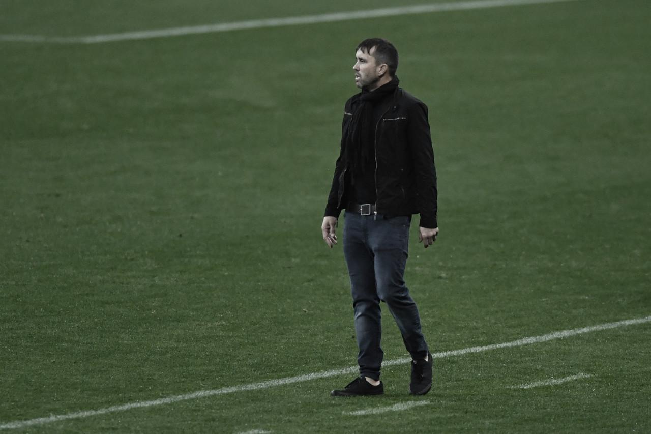 """Apesar do bom desempenho no retorno da Libertadores, Coudet ressalta: """"Todos os rivais são importantes"""""""