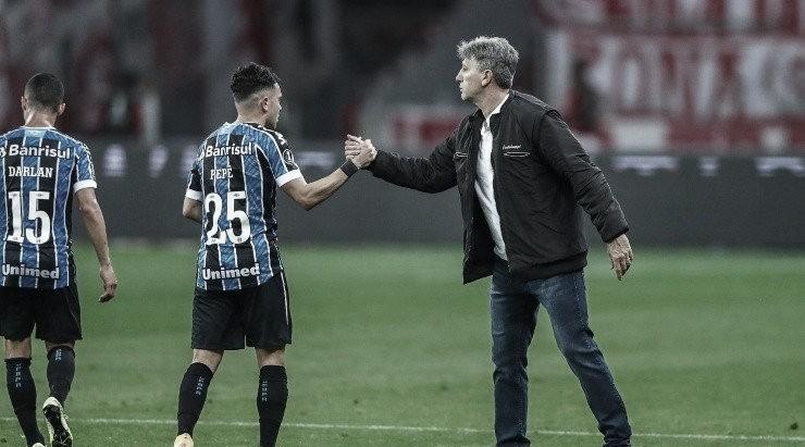 """Em desabafo após vitória no Gre-Nal, Renato ironiza imprensa:""""Agradeço às manchetes"""""""