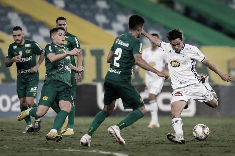 Cuiabá derrota Cruzeiro em partida de baixo nível técnico e se isola na liderança