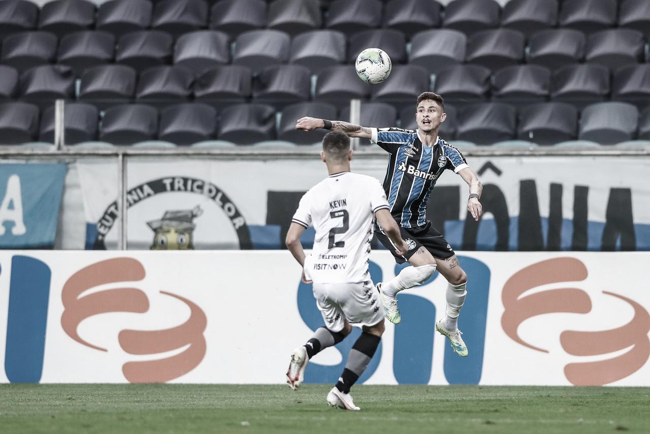 Grêmio visita rebaixado Botafogo em busca do G-4