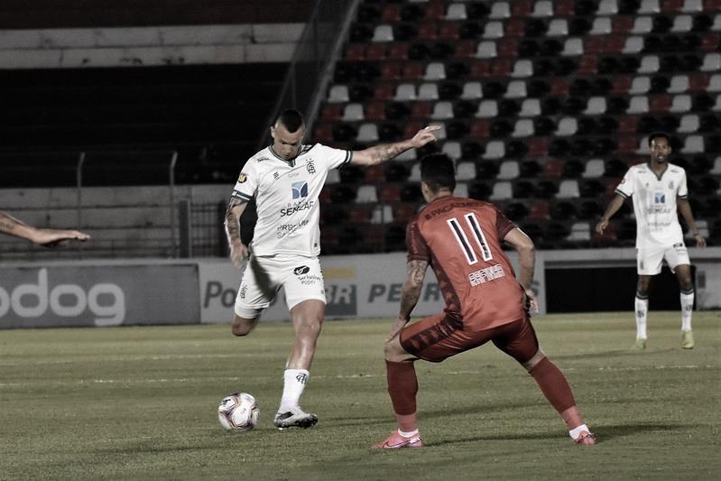 Pantera e Coelho, no confronto do 1° turno (Foto: Estevão Germano/América-MG)
