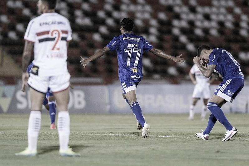 Airton comemora o único gol do jogo (Foto: Gustavo Aleixo/Cruzeiro)
