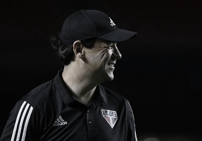 Diniz fala em 'satisfação' e explica tática usada para derrotar o Atlético-MG