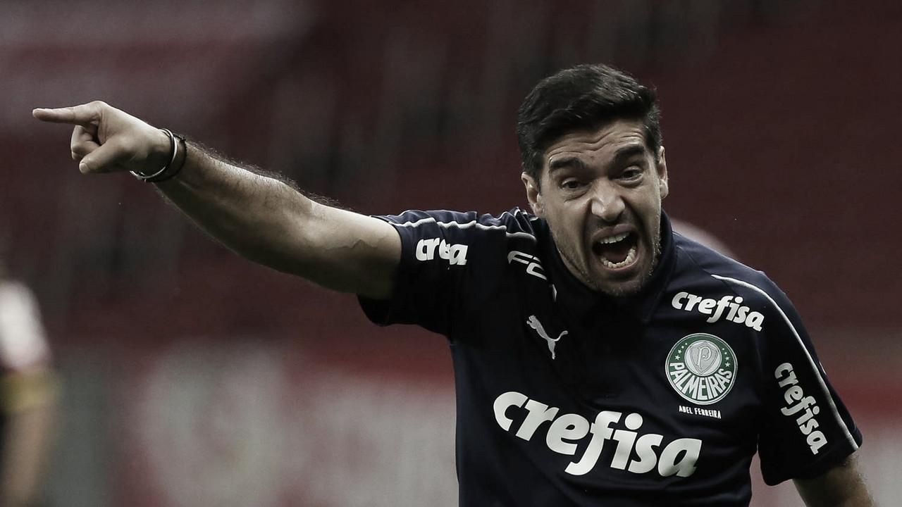 """Abel Ferreira: """"Futebol brasileiro não é tão agressivo para existir tantas faltas"""""""