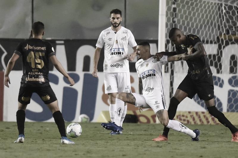 Santos e Ceará empatam em jogo eletrizante na Vila Belmiro
