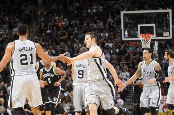 Parker suona la carica, Spurs avanti tutta