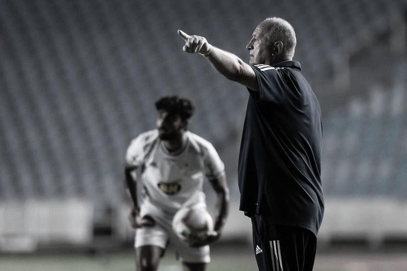 Felipão elogia 'vontade e dedicação' do elenco do Cruzeiro após vitória contra Sampaio Corrêa