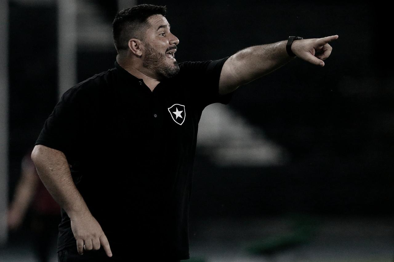 Após rebaixamento confirmado, Botafogo anuncia demissão de Eduardo Barroca