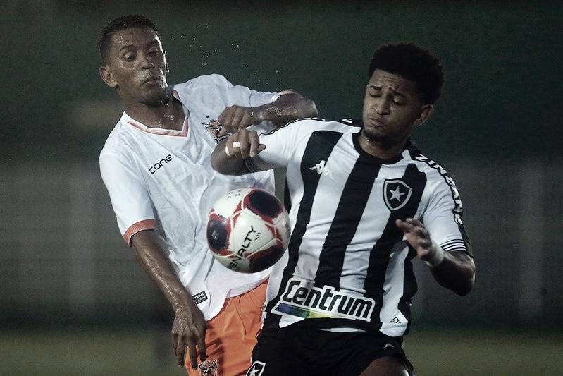 Em briga direta por vaga no G-4, Botafogo enfrenta Madureira no Giulitte Coutinho