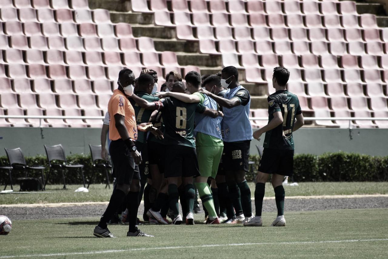 Com um gol em cada tempo, América-MG derrotaUberlândia na volta do estadual