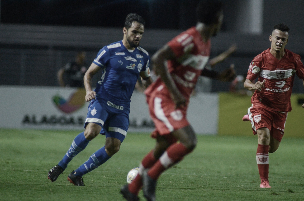 Sem seus treinadores, CSA e CRB brigam por liderança e vaga antecipada nas semifinais do Alagoano