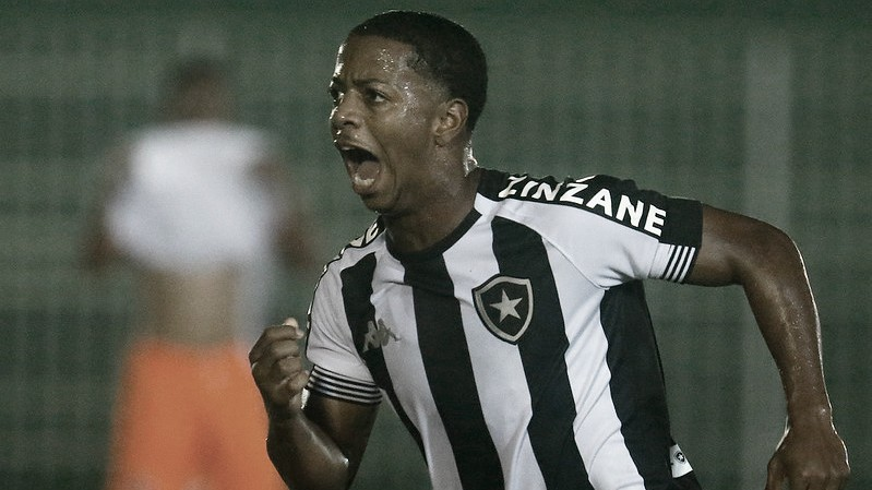 Botafogo vira nos acréscimos e garante vitória contra Nova Iguaçu pelo Carioca