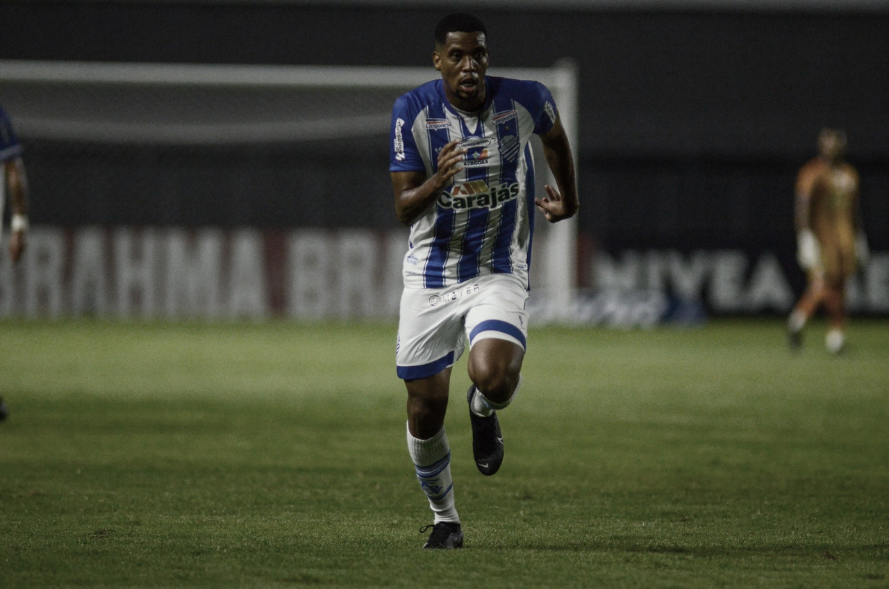 Iury comenta bom início do CSA e projeta crescimento no clube durante temporada