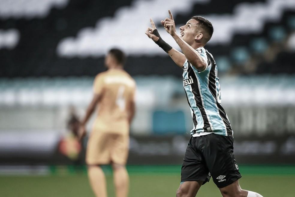 Com falha de Sucuri, Grêmio supera desfalques e bate Brasiliense na Copa do Brasil