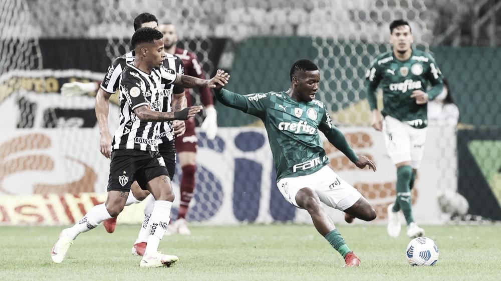 Com um a mais, Atlético-MG passa tranquilo pelo Palmeiras e abre distância na ponta do Brasileirão