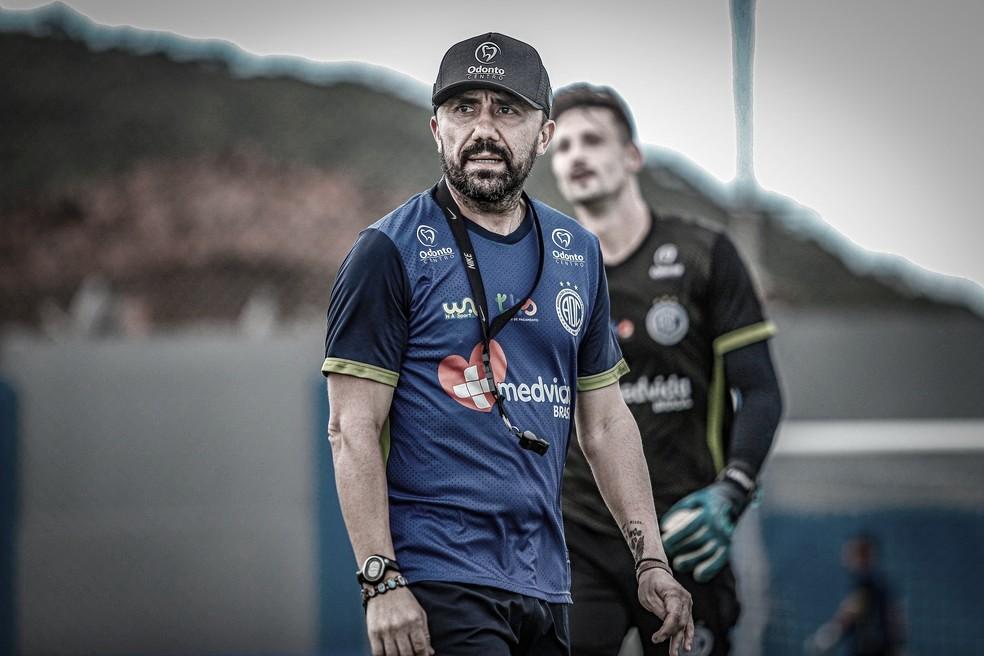 Confiança obtém liminar na justiça e técnico Luizinho Lopes está livre para estrear na Série B