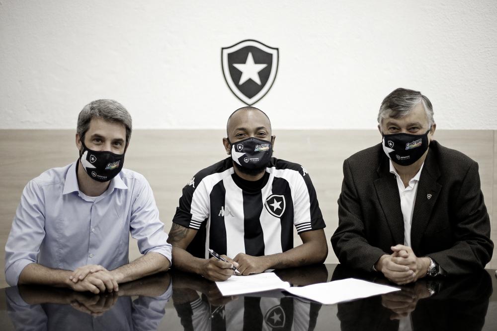 Chay renova contrato com Botafogo até 2024