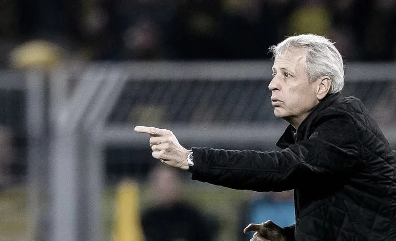 Favre, Reus e Hummels elogiam postura ofensiva do Dortmund, mas fazem apontamentos