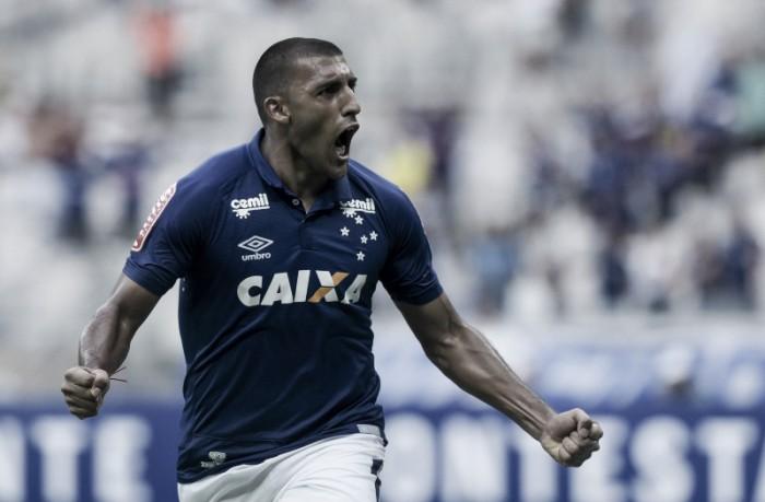 Saída de Ramón Ábila do Cruzeiro é confirmada e centroavante volta para futebol argentino
