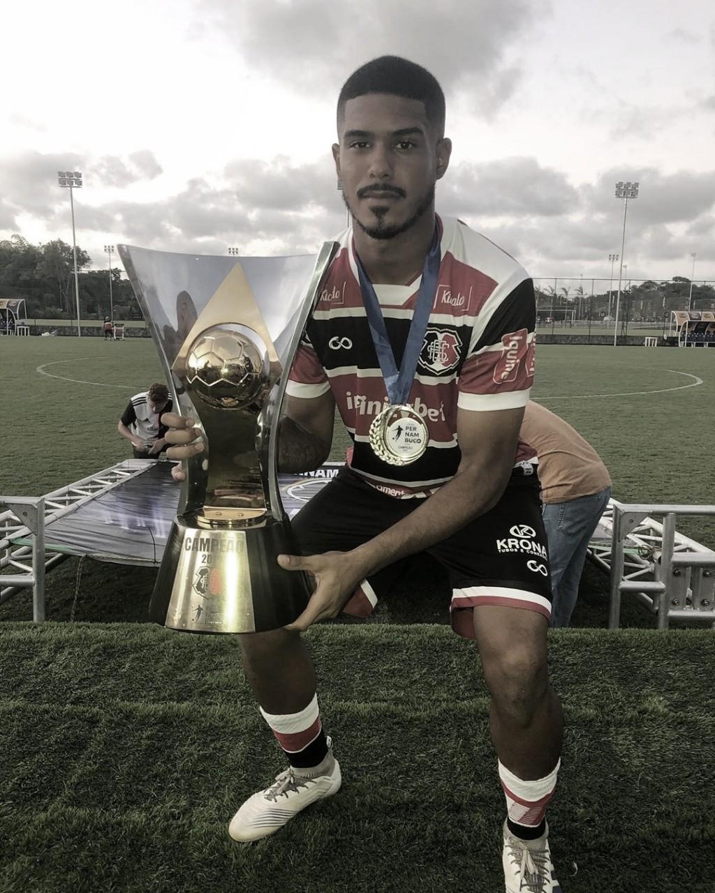 "Ítalo Henrique vibra com título do Santa Cruz na Copa Pernambuco: ""Primeiro de muitos"""