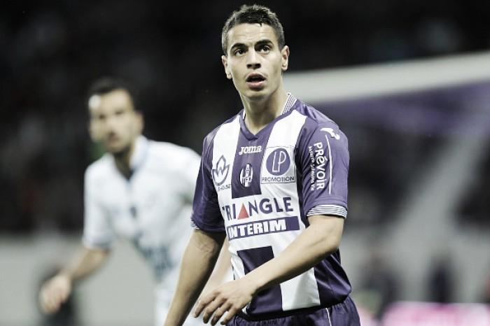 Sevilla age rápido e anuncia contratação do atacante francês Ben Yedder para lugar de Gameiro