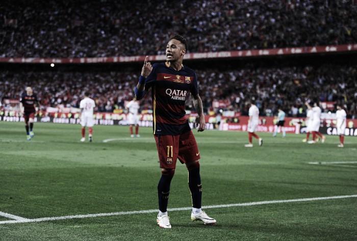 Neymar põe fim a rumores de saída e renova com Barcelona até 2021