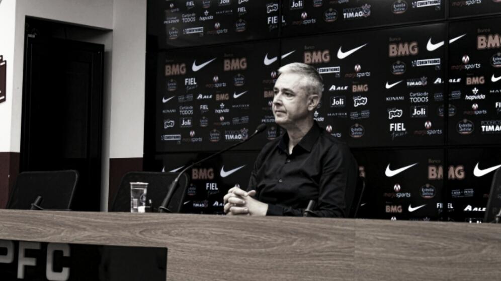 """Tiago Nunes elogia entrega dos jogadores no Majestoso: """"A equipe lutou ao máximo"""""""