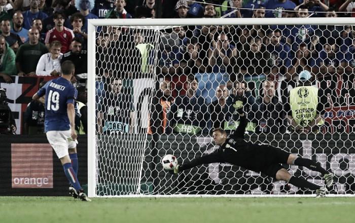 """Neuer celebra classificação sobre Itália nos pênaltis: """"Foi uma guerra de nervos"""""""