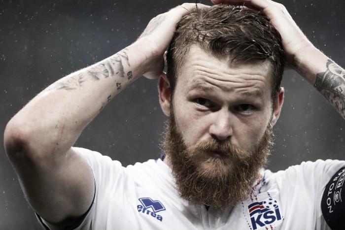 """Capitão da Islândia, Gunnarsson exalta torcida após eliminação: """"Como se vencesse a Copa"""""""