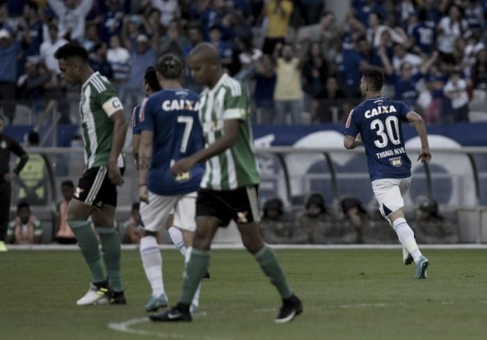 Jogadores do Cruzeiro mostram alívio com vitória sobre Coritiba em casa