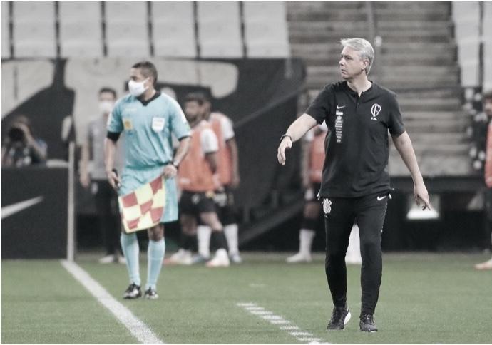 Turbulento e desfalcado, Corinthians precisa de novo treinador para substituir Tiago Nunes
