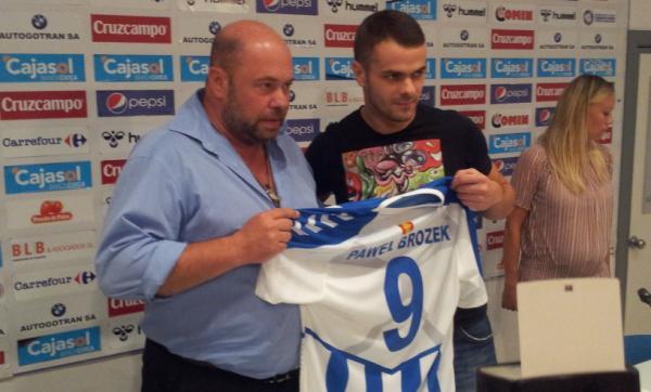 El delantero polaco Pawel Brozek firma por dos temporadas con el Recreativo