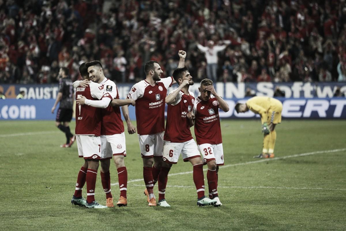 Em jogo marcado por protesto da torcida e confusão com VAR, Mainz 05 supera Freiburg e respira