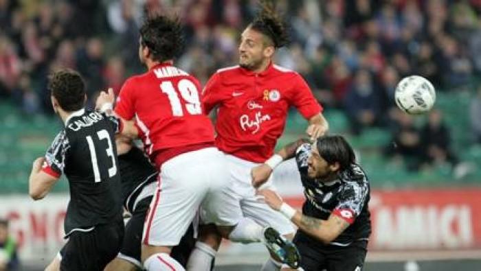 Serie B, tra Bari e Cesena vince l'equilibrio: 0-0 al San Nicola