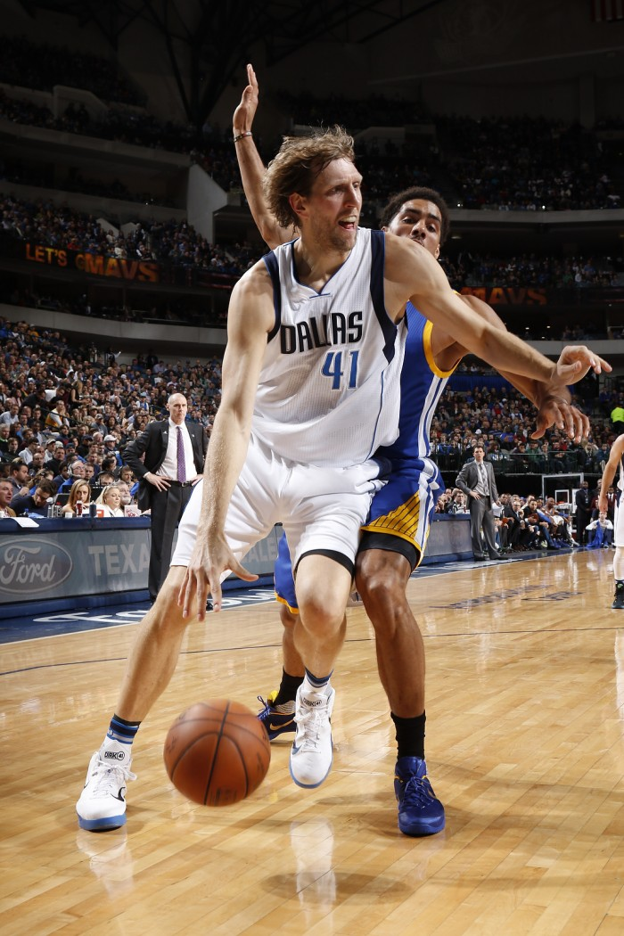 Nowitzki y los Mavericks frenan a los Warriors