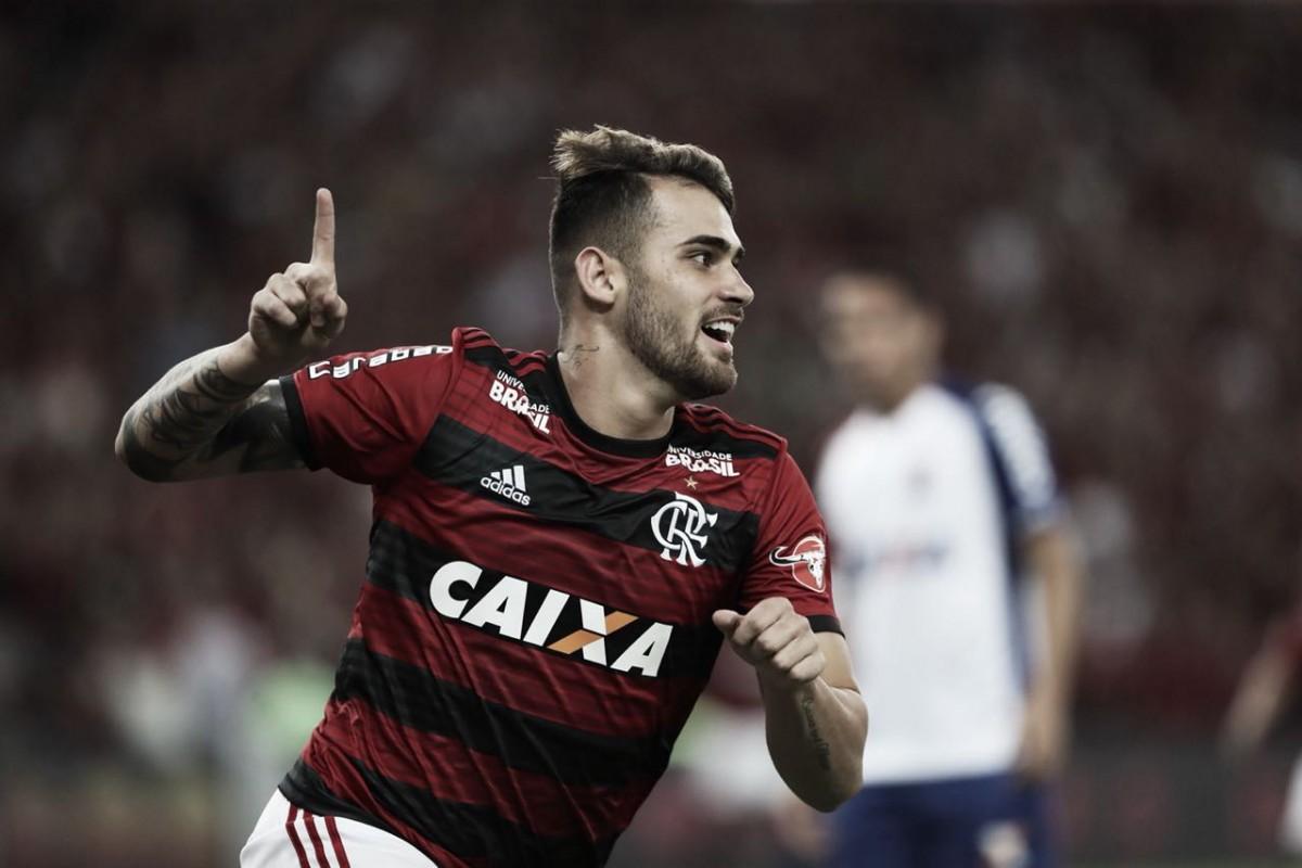 Vizeu marca em despedida do Maracanã, Flamengo bate Paraná e se isola na ponta do Brasileiro