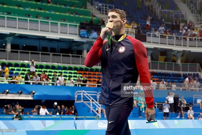 Phelps sobra em revezamento e mostra que ainda tem gás para medalhas