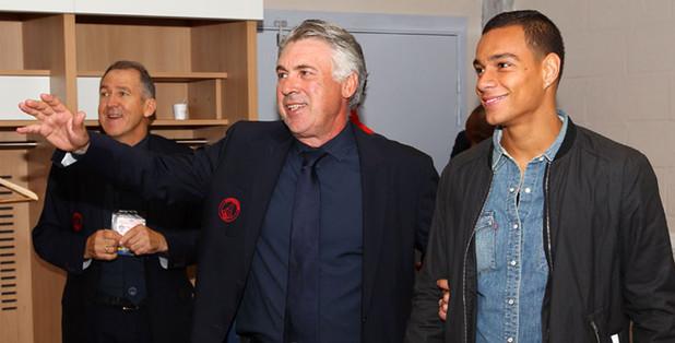 Van der Wiel, nuevo refuerzo para el PSG