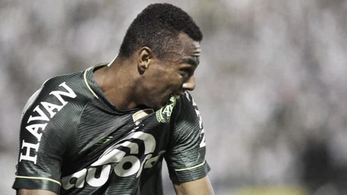 Chapeconese dejó los homenajes por fuera de la cancha y se quedó con la ida de la Recopa Sudamericana