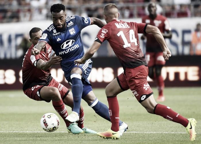 Lacazette marca de novo, mas deixa campo machucado e Lyon é derrotado pelo Dijon