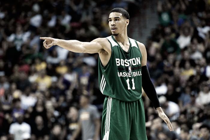 NBA - Jayson Tatum felice di giocare con Kyrie Irving