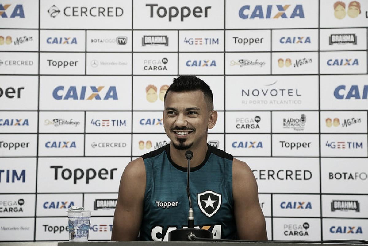 Alberto Valentim vê evolução no Botafogo